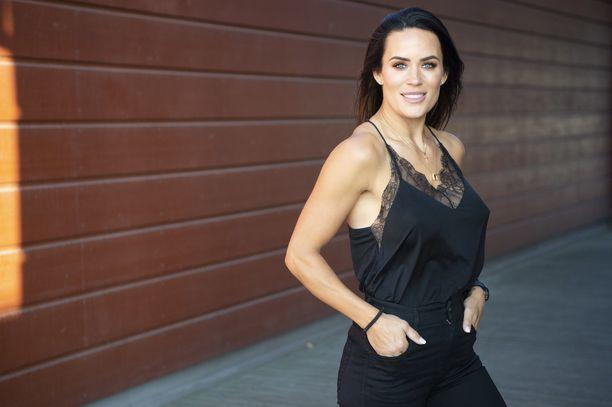 Martina Aitolehti, 37, tunnetaan esimerkiksi televisiosarjoista Atlantin yli ja Gladiaattorit.