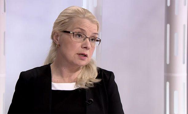 Leena Meri vaatii tiukempaa linjaa kielteisen turvapaikkapäätöksen saaneille.