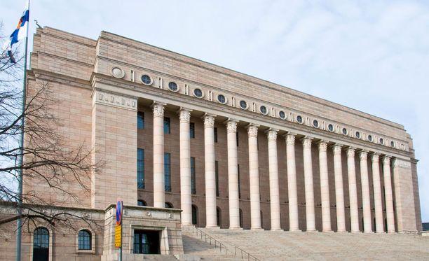 Tiedustelutoimintaa ehdotetaan valvottavaksi parlamentaarisesti 11 kansanedustajan muodostaman ryhmän voimin.
