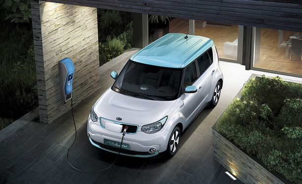 Soul EV lataa maksimissaan 100 kW:n teholla, joten se pystyy hyödyntämään pikalatausasemia.