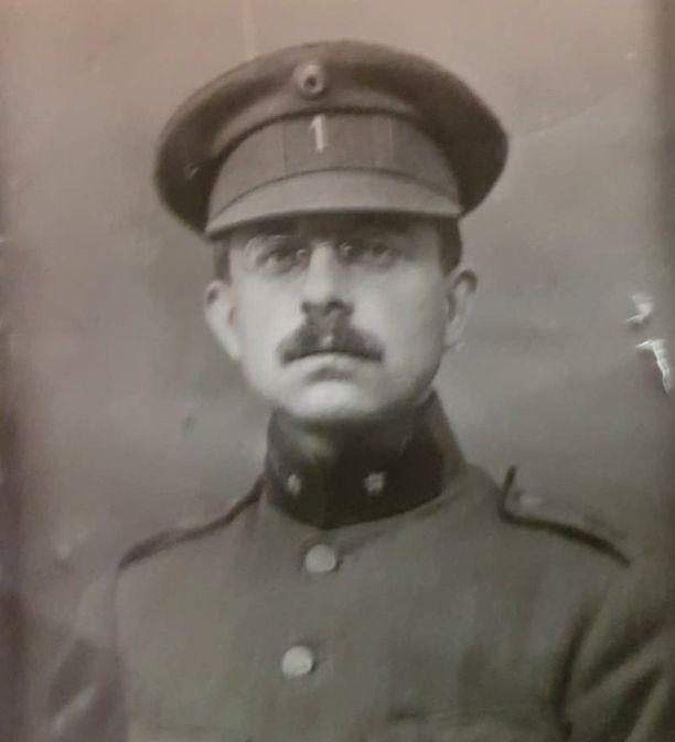 Optatius Buyssens liittyi armeijaan vapaaehtoisena.