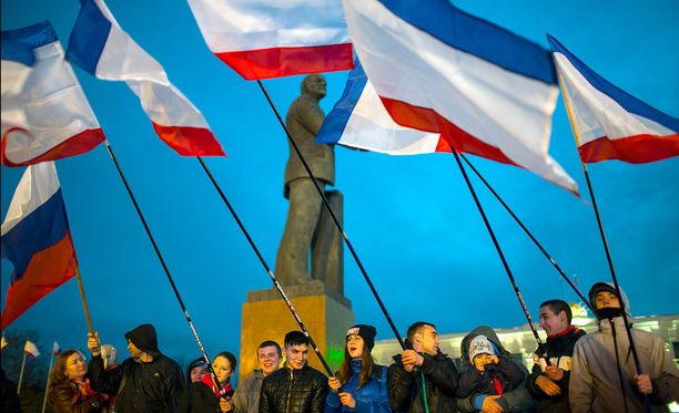Kansanäänestystä seuraavat mielenosoitukset Krimin Simferopolissa maaiskuussa vuonna 2016.