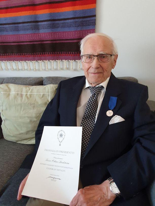 Keskiviikkona tullut arvovaltainen kirje ilahdutti sotaveteraani Toivo Lindströmiä kovasti.