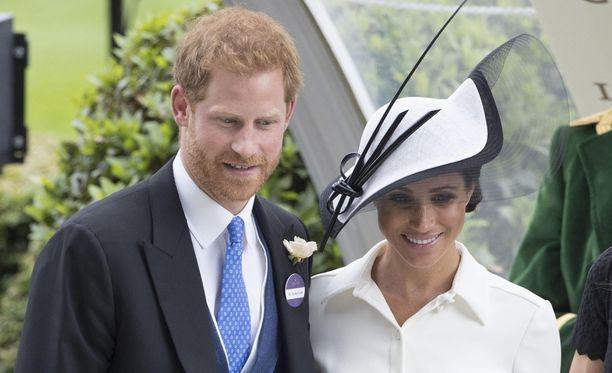 Prinssi Harry ja herttuatar Meghan osallistuivat edustustilaisuuteen, jossa oli myös kuningatar Elisabet.