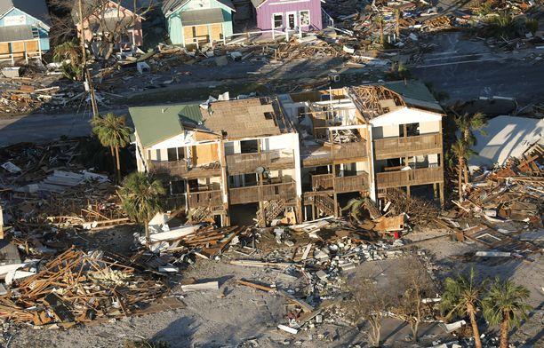 Monet alueet ovat kuin pommin jäljiltä, mutta aluetta runteli hurrikaani.