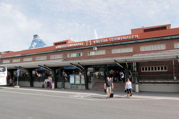 Tallink Siljan ensimmäinen Riian-risteilijä saapui Länsiterminaaliin tiistaina iltapäivällä.