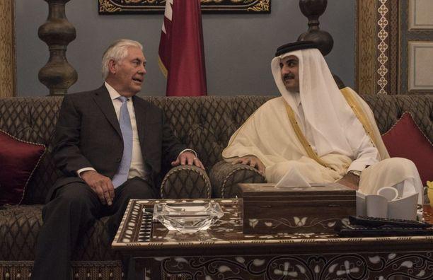 Yhdysvaltain ulkoministeri Rex Tillerson tapasi Qatarin emiirin sheikki Tamim Bin Hamad Al Thanin.