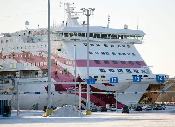 Matkustajan kengät vietiin Tallink Siljan risteilyllä. Kuvan alus on yhtiön Baltic Princess.
