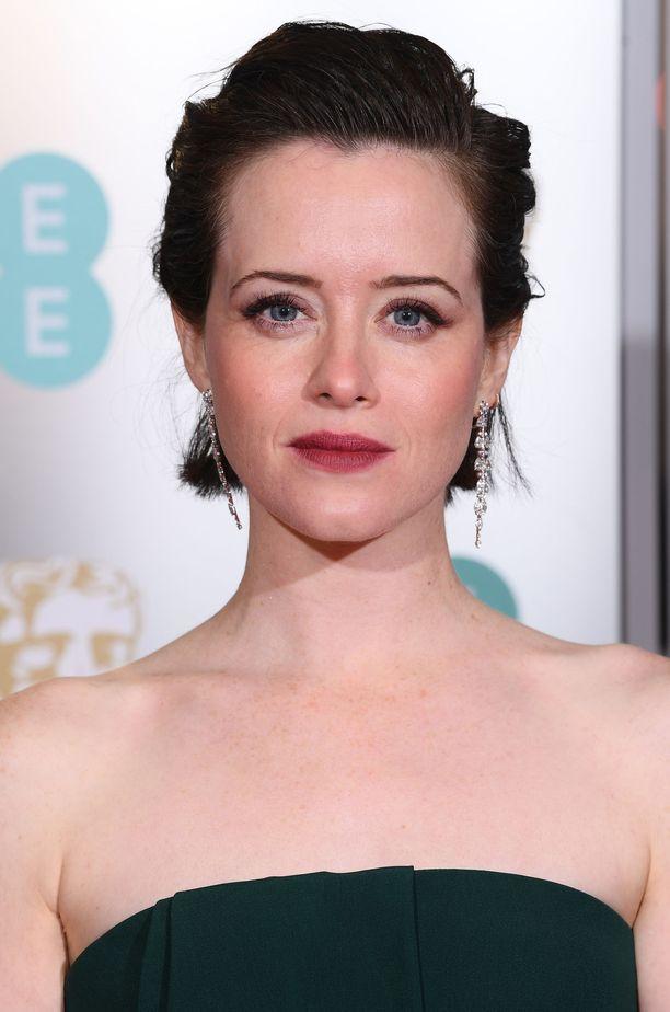 Claire Foyn heleässä lookissa piilee myös kirkastava silmämeikkikikka - huomaatko vaalean sisärajauksen?