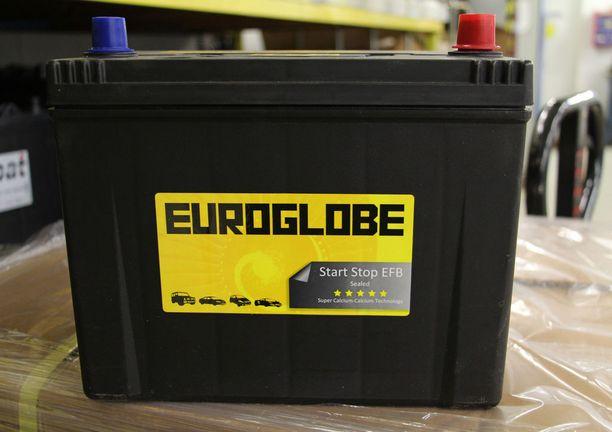EFB-akku (Enhanced Flooded Battery) on myös tarkoitettu uusien automallien jatkuvaan käynnistämiseen. EFB-akku on nesteellä täytetty lyijyakku, jossa positiivisesti varautuneet levyt on päällystetty erityismateriaalilla käyttöiän pidentämiseksi.