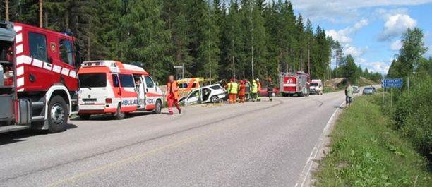 Onnettomuus tapahtui Iso-Jurvon kohdalla Sumiaistentien ja Syvälahdentien risteyksessä.