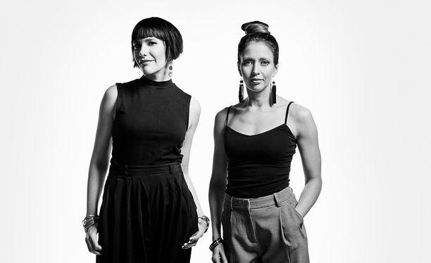 Aino Huilaja ja Nina Rahkola luotsaavat dokumentaarista sarjaa.