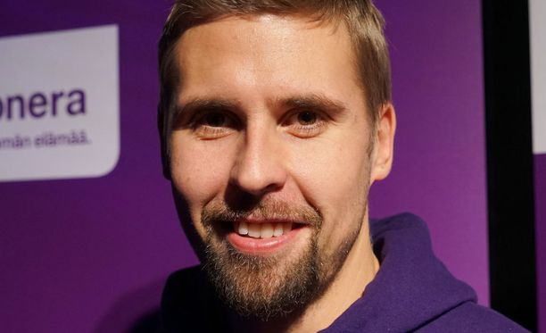 Antti Ruuskanen jäi Tero Pitkämäen tuloksesta kaksi metriä ja yhden sentin.