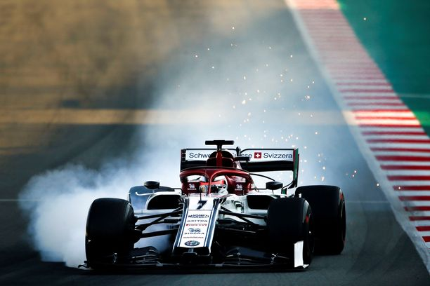 Kimi Räikkönen lukitsi renkaansa perjantain testiajoissa.