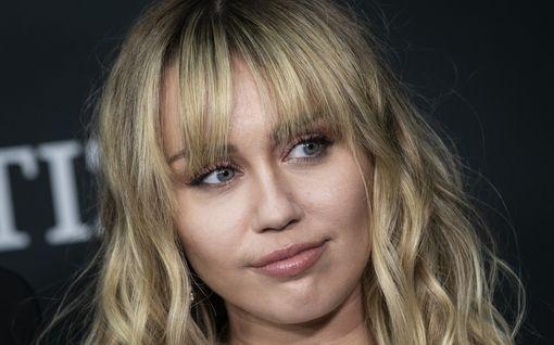 """Talo paloi, mies haki avioeroa - Miley Cyrus avautuu vaikeista ajoistaan: """"Olen kokenut traumaa ja menetystä"""""""