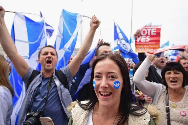 Skotlanti äänestää itsenäisyydestään torstaina. Viimeisimmät gallupit lupaavat tiukkaa tulosta.