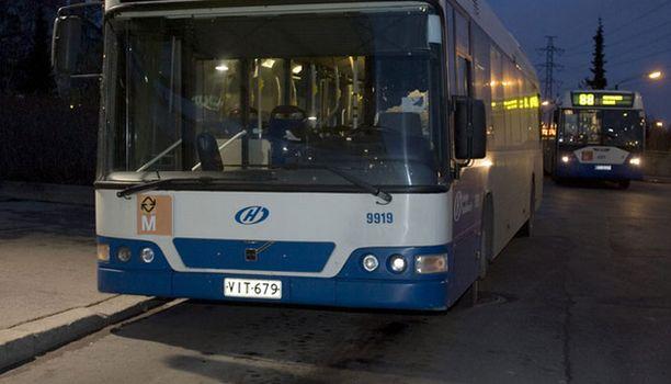 Bilelinjaksi tituleerattu bussireitti toisi juhlijat nopeasti kotiin keskustasta.