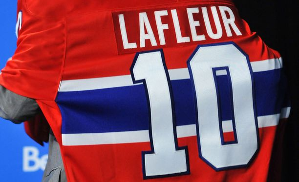 Guy Lafleurin numero 10 on jäädytetty Montrealissa.