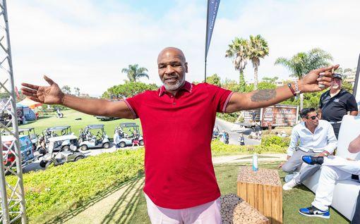 """Uskoisitko viisikymppiseksi? Mike Tyson on julmassa lyönnissä: """"Haluan palata sotaan"""""""