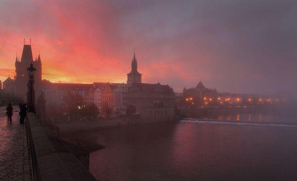 Syyssuumuinen Praha on kuin sadusta.
