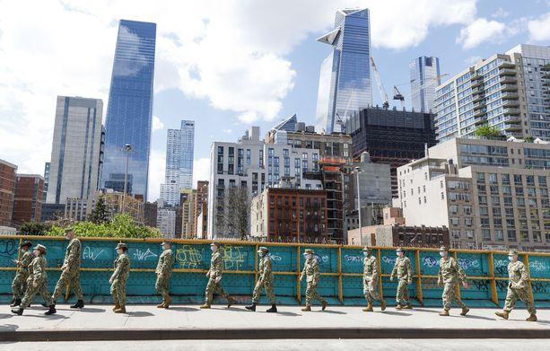 Kansalliskaartin sotilaat ovat valvoneet New Yorkin katuja.