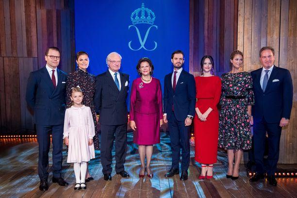 Tältä kuninkaallinen perhe näytti joulukuussa 2018. Kuvasta puuttuvat nuorimmat kuninkaalliset.