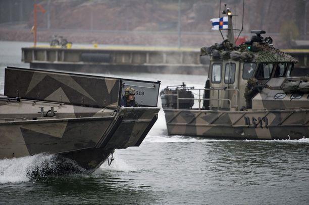 Onnettomuus tapahtui rannikkolaivaston tukikohdassa Upinniemessä Kirkkonummella (arkistokuva, kuvan alukset eivät liity tapahtumiin).