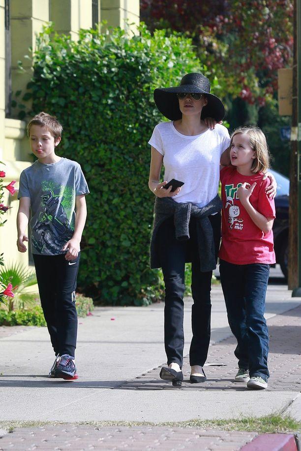 Angelina Jolien ja lapset viettivät sunnuntai-iltapäivää iloisissa tunnelmissa.