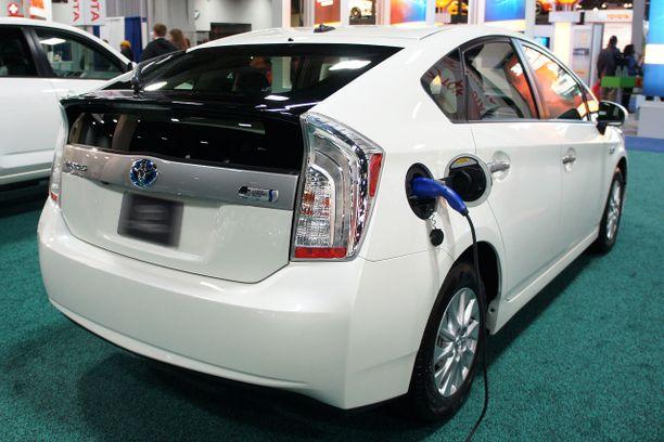 Ladattavien hybridien suosio on kasvanut rajusti.