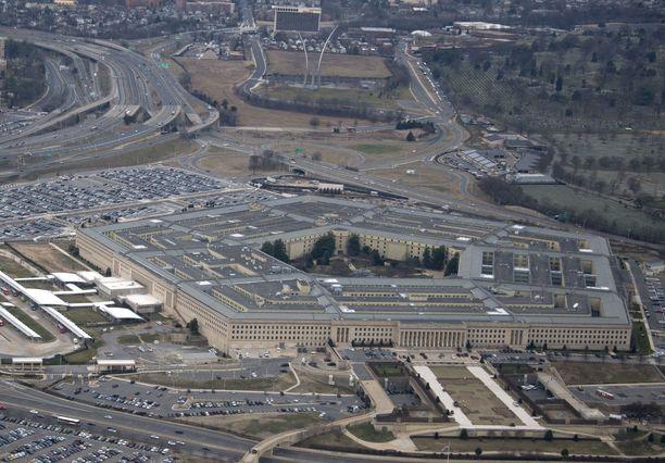 Yhdysvaltain puolustusministeriöön Pentagoniin lähetettiin erittäin myrkyllistä risiiniä. Se kuitenkin havaittiin jo ministeriön postilaitoksessa, joka sijaitsee erillisessä rakennuksessa.