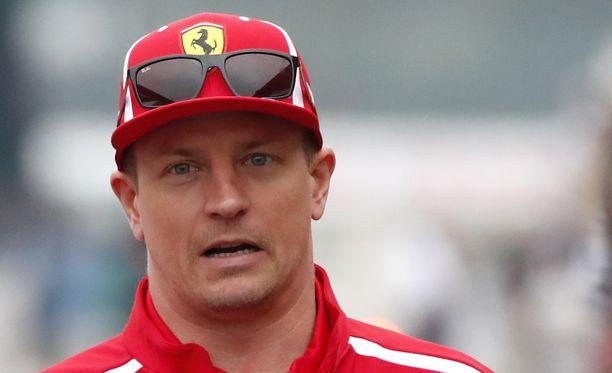 Kimi Räikkönen törmäsi pysäköityyn autoon kotikulmillaan, kertoo Luzerner Zeitung.
