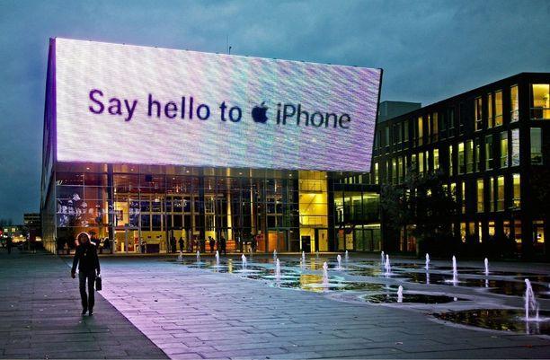 Ensimmäistä Iphonea markkinoitiin näyttävästi.