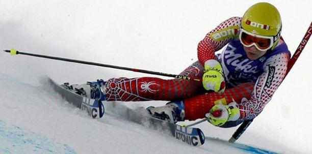 Itävallan Marlies Schild oli avauskierroksella kaksi ja puoli sekuntia Tanja Poutiaista nopeampi.