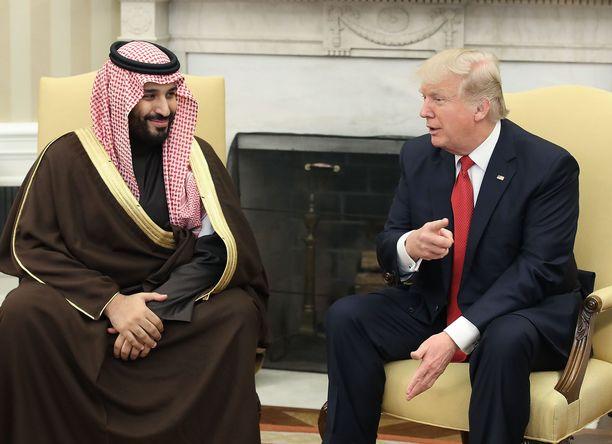 Yhdysvallat ja Saudi-Arabia ovat läheiset liittolaiset. Kuvassa presidentti Donald Trump ja Saudi-Arabian kruununprinssi Mohammed bin Salman Valkoisessa talossa maaliskuussa 2017.