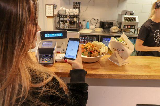 Käteisen käyttö vähenee Fafa's-ravintoloissa jatkuvasti. MobilePay tarjoaa asiakkaille uuden maksuvaihtoehdon.