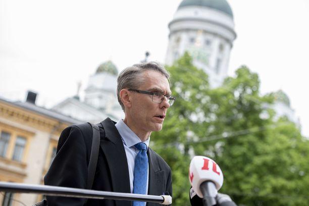 Oikeuskansleri Tuomas Pöysti avasi pakkokaranteenin lainsäädännöllistä puolelta keskiviikkona.