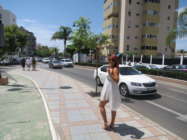 Vaikka Espanjan Aurinkorannikon arviolta 25 000-30 000 suomalaisesta ainakin yli 3 000 asuu Fuengirolassa, vakuuttaa Johanna sen olevan silti ihan aito espanjalainen kaupunki.