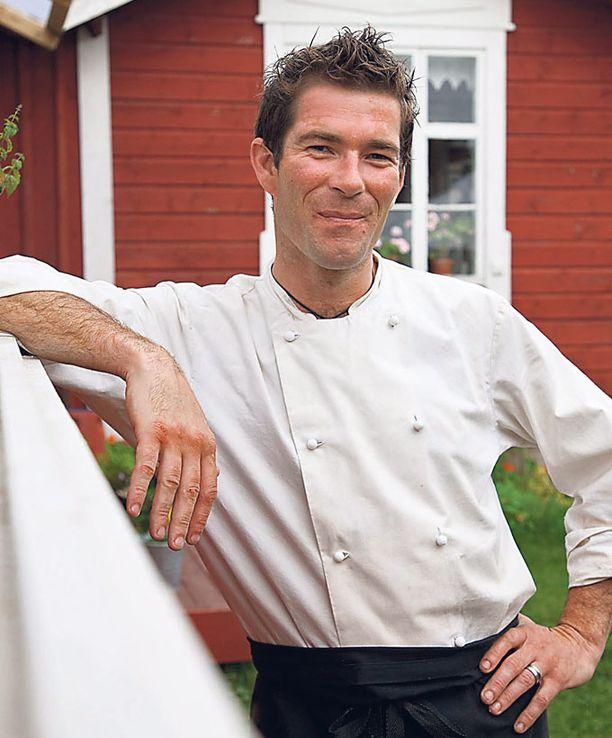 Caurtney Korhonen-Field kokkaa Farmors Caféssa.