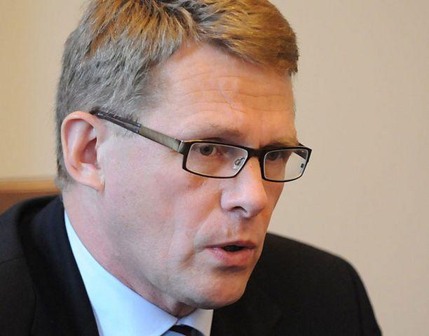 LUOTTAVAINEN Pääministeri Vanhanen puolustaa valtion pankkipakettia ja muistuttaa, ettei yksikään suuri suomalainen pankki ole kertonut olevansa valtiontuen- tai avun tarpeessa.