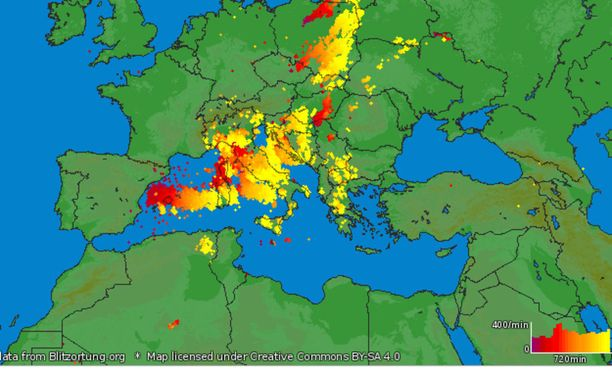 Kuvakaappaus näyttää, kuinka paljon Italian alueella on salamoinut viimeisen 12 tunnin aikana.