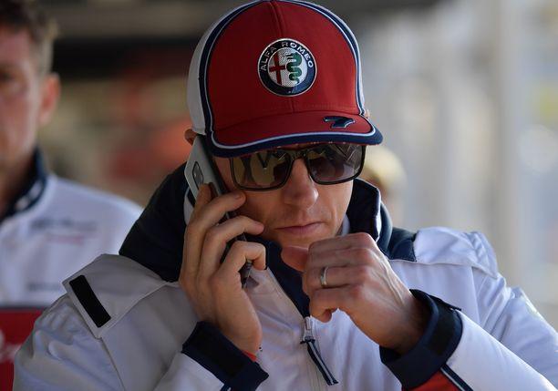 Kimi Räikkönen jatkaa ensi kaudella Alfa Romeon ratissa.