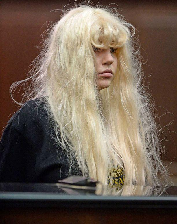 Toukokuussa Amanda nähtiin oikeuden edessä edelleen sekavan oloisena.