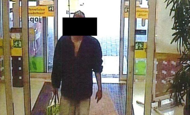 Murhasta syytetty mies tallentui valvontakamerakuvaan kaupassa. Ennen henkirikosta hän oli karannut Kellokosken sairaalasta.