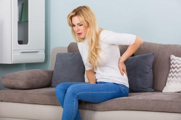 SI-niveleen liittyvä kipu voi pahentua paikallaan istuessa.
