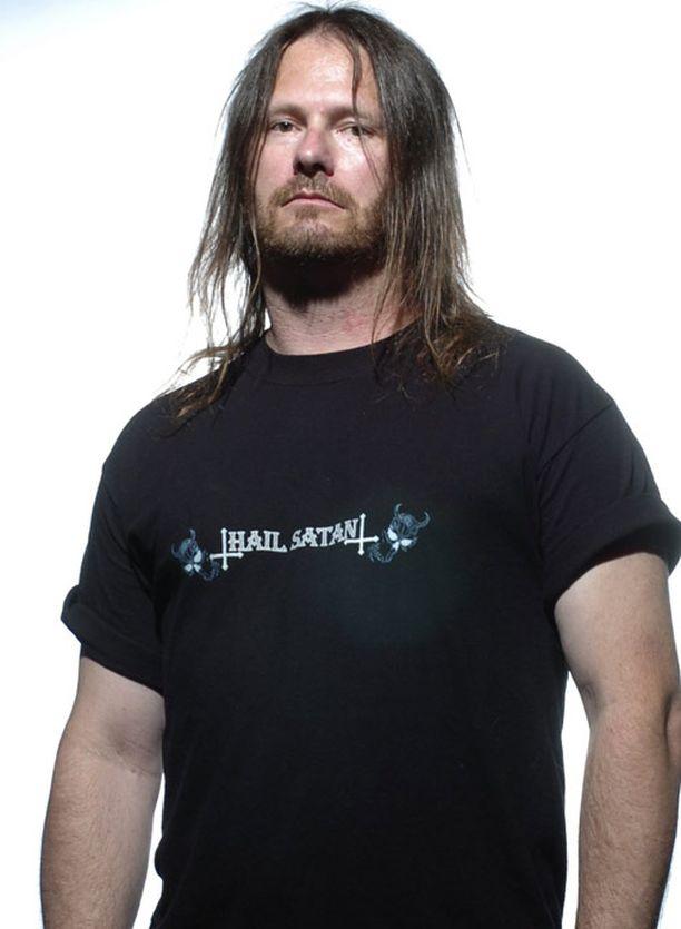 Gary Holt tunnetaan Exoduksesta, jossa on soittanut aikoinaan myös Metallican Kirk Hammet.