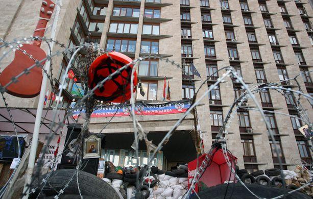 Donetskissa Venäjä-mieliset separatistit ovat vallanneet hallintorakennuksia.