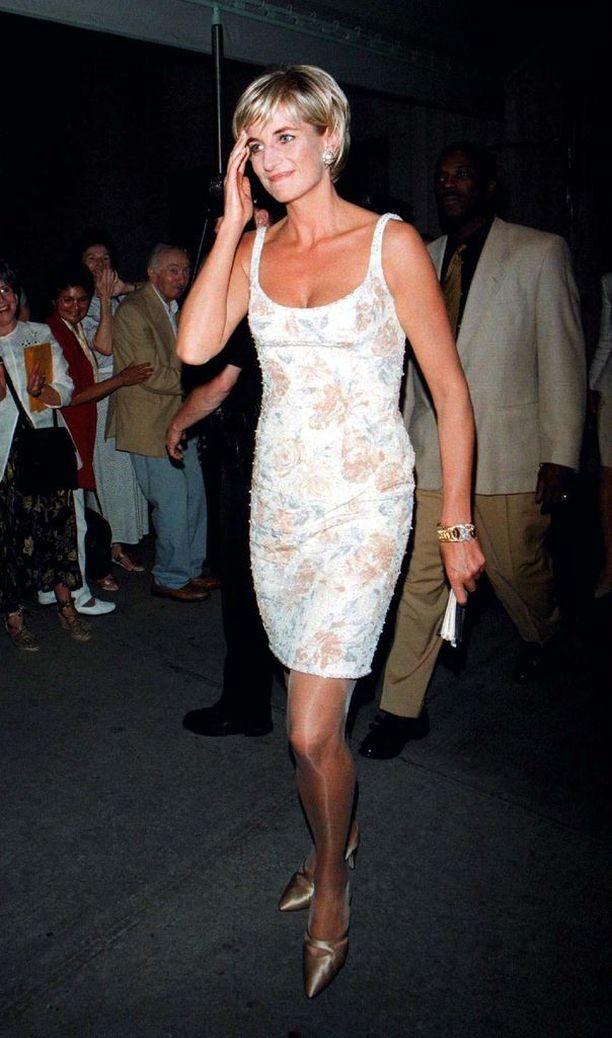 Seksikkäistä kotelomekoista tunnettu Gianni Versace lukeutui Dianan suosikkisuunnittelijoihin.
