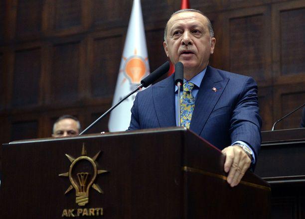 Erdogan puhui Khashoggin murhasta parlamentilleen Ankarassa. Hän ei missään vaiheessa puhettaan maininnut Saudi-Arabian kruununprinssiä.