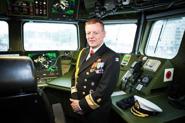 Merivoimien komentaja, kontra-amiraali Kari Takasen mukaan Merivoimat suunnittelee torpedojen hankintaa sukellusveneiden torjuntaan.