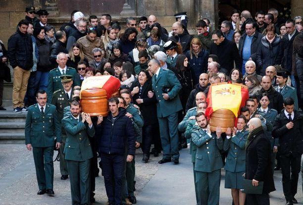 Ammuskelussa kuolleet Guardia Civilin jäsenet haudattiin lauantaina.